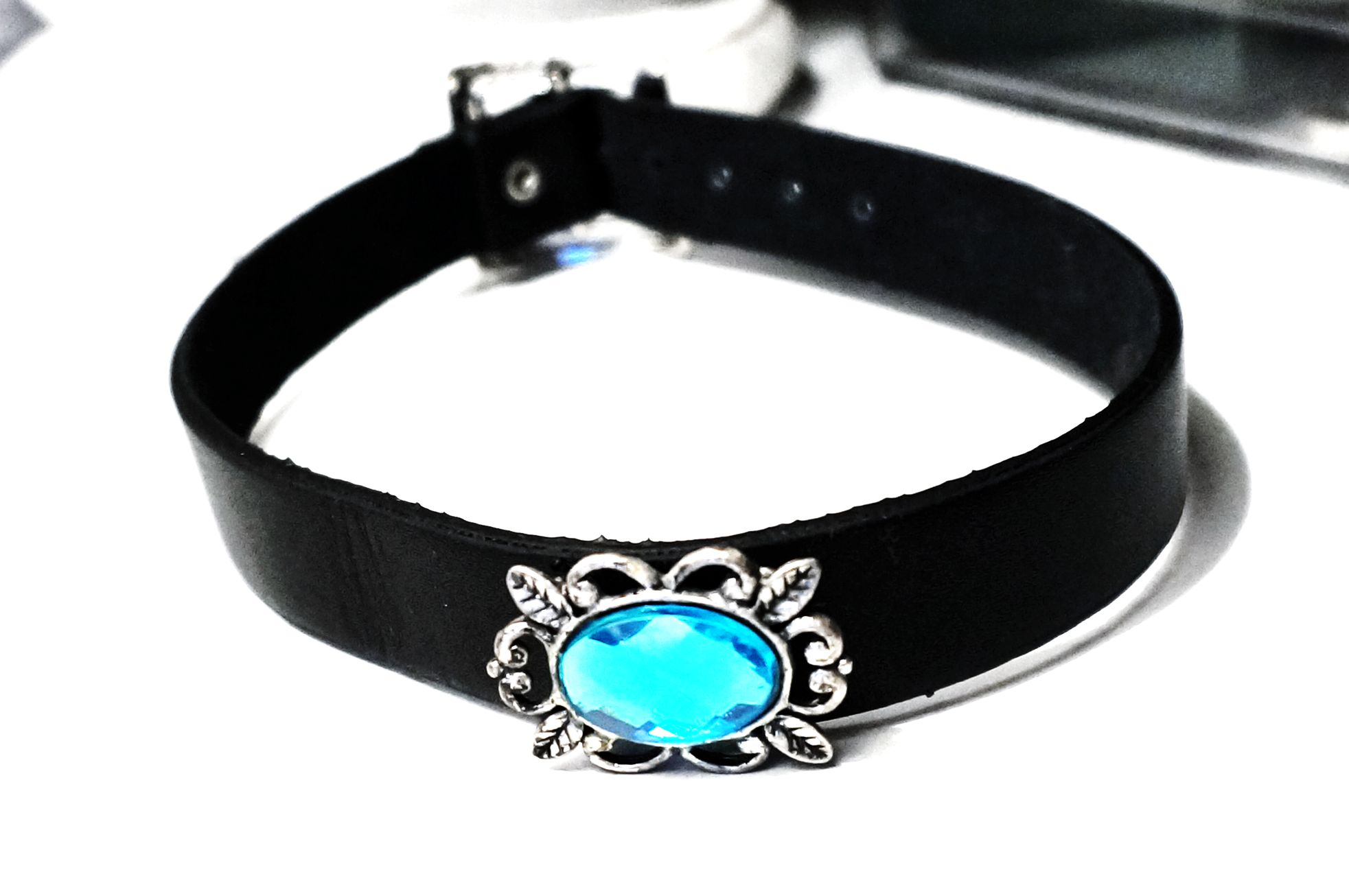 submissive collar leather choker