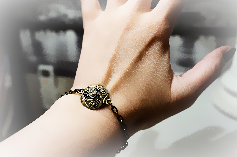 BDSM symbol triskele metal chain bracelet