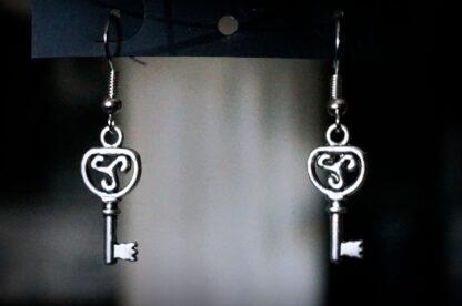 БДСМ символ эмблема трискель серьги