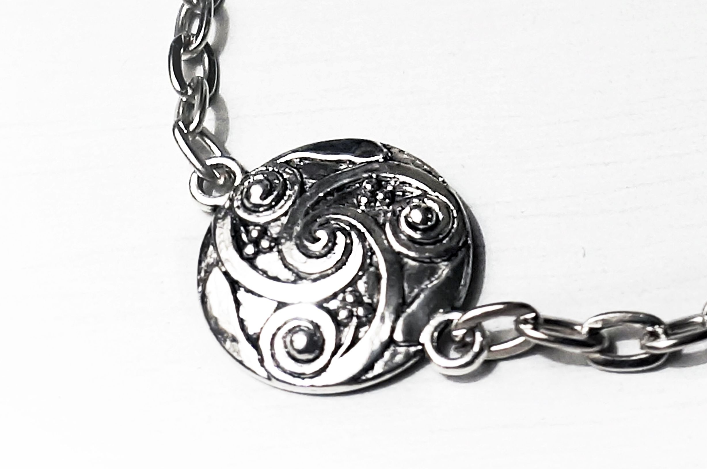 BDSM symbol triskele collar