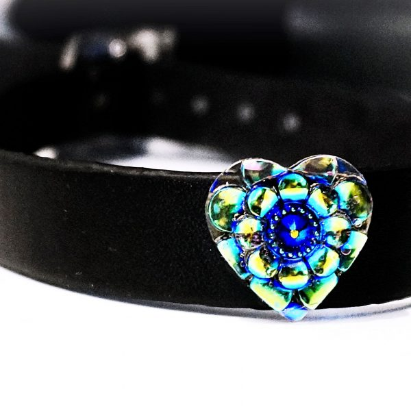 BDSM submissive collar psychedelic heart