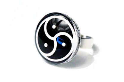 БДСМ символ трискель трискелион эмблема кольцо