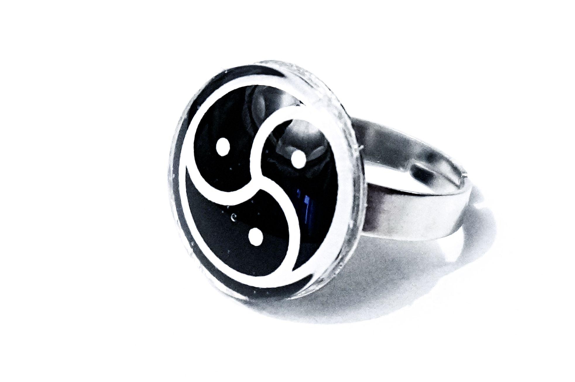 triskele bdsm jewelry ring