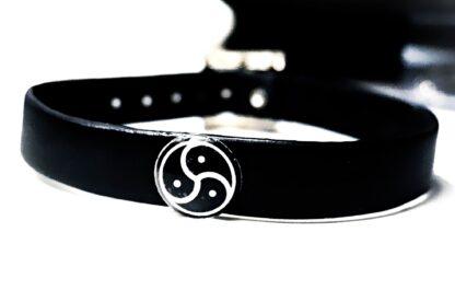 Triskele BDSM symbole submissive collar choker