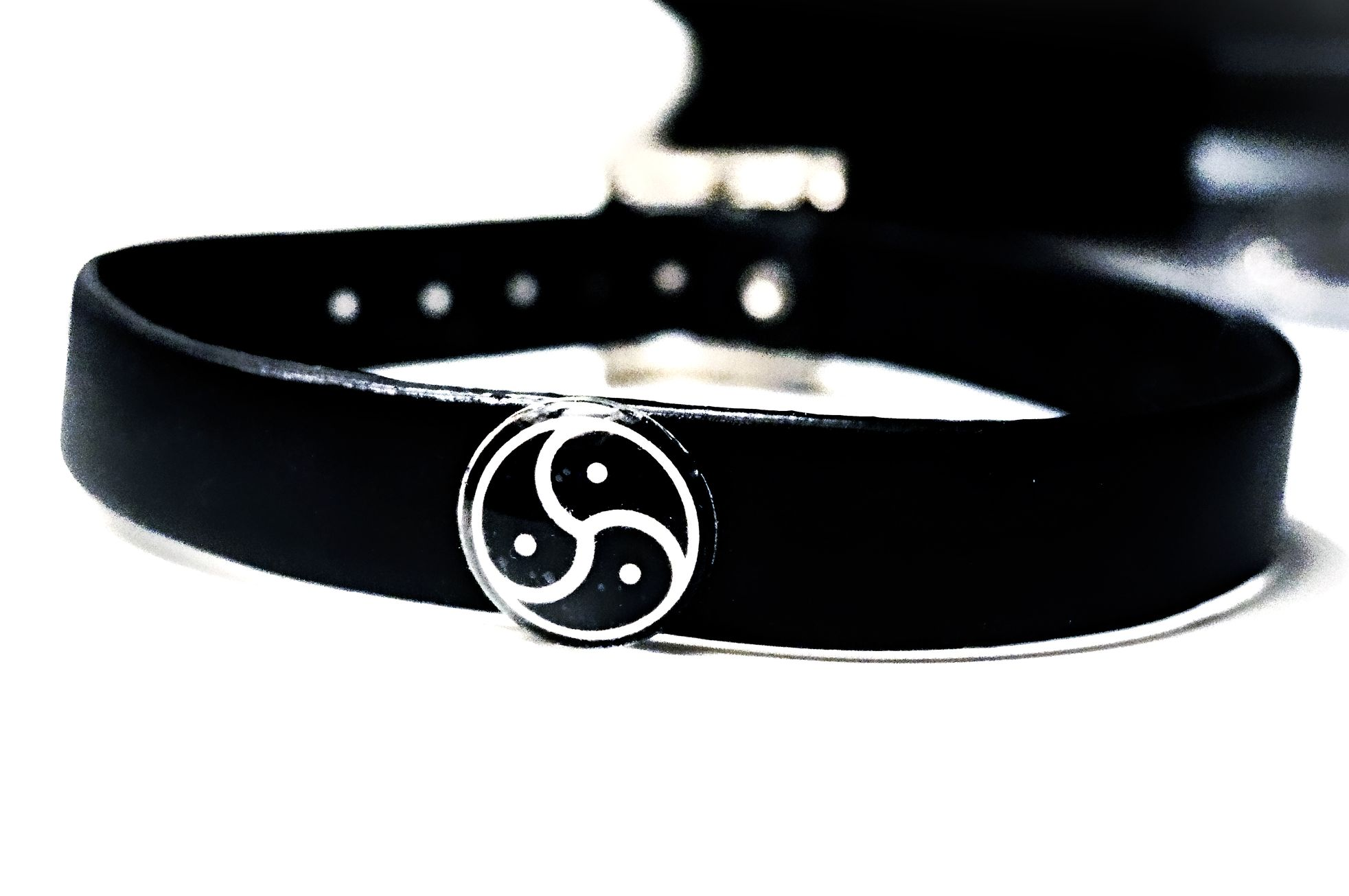 Triskele BDSM symbole submissive collar choker