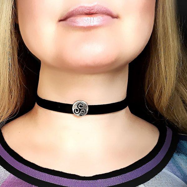 BDSM symbol submissive collar leather choker triskele