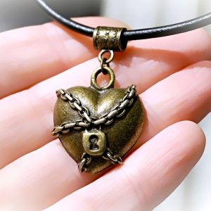 Submissive collar heart necklace choker