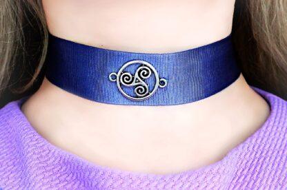 Submissive collar triskele triskelion