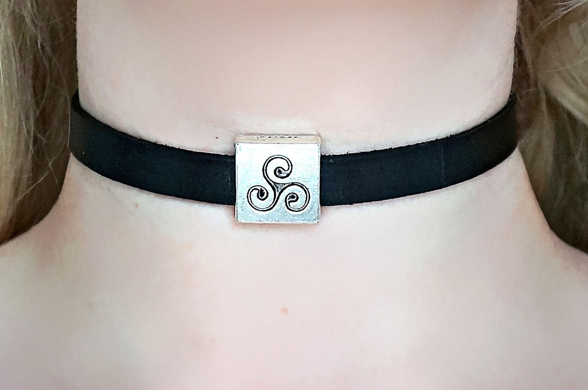 BDSM symbol triskele submissive collar leather choker