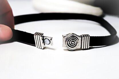 Submissive collar choker lock pendant