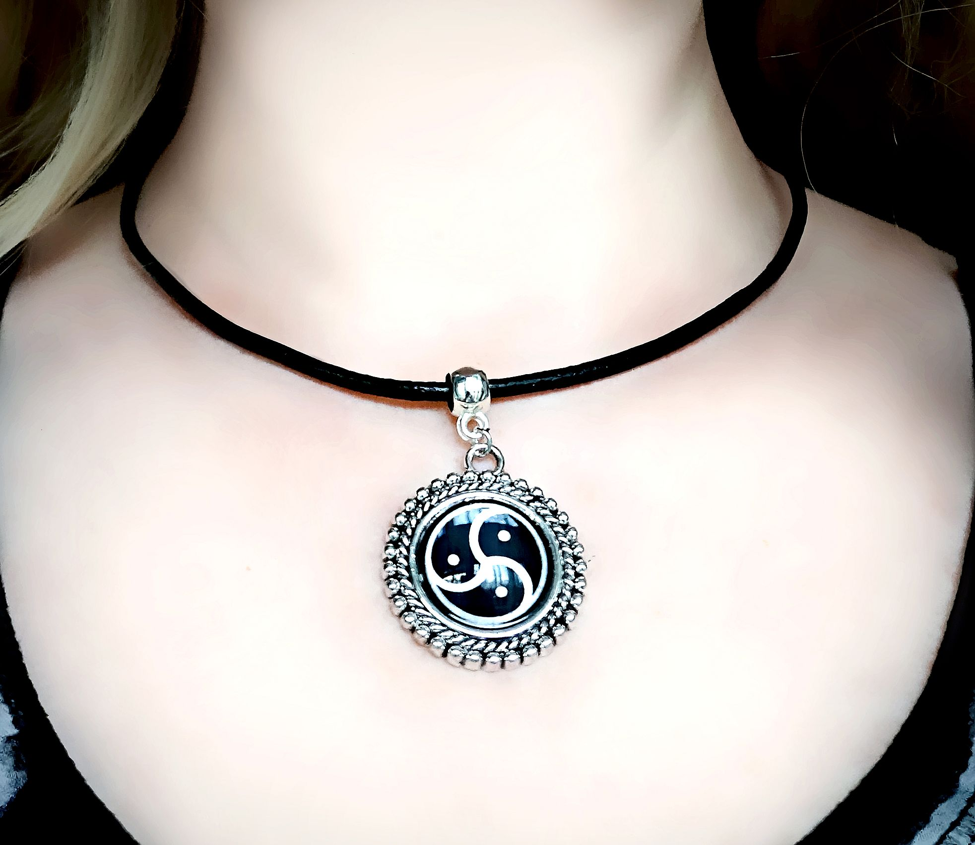 Submissive collar BDSM jewelry triskele triskelion