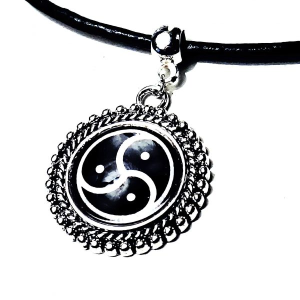 Submissive collar BDSM jewelry triskele triskelion