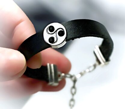 Submissive dominant BDSM jewelry bracelet triskele symbol triskelion