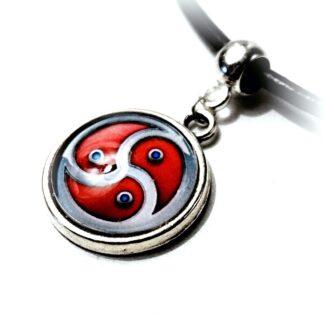 БДСМ символ трискель трискелион эмблема ошейник подвеска сабмиссив доминант