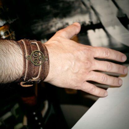 Браслет мужской с трискелем натуральная кожа подарок мужчине