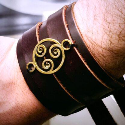 Стимпанк БДСМ кожаный браслет мужской с трискелем натуральная кожа
