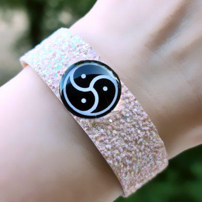 Стимпанк БДСМ украшения браслет с трискелем символ трискелион сабмиссив госпожа